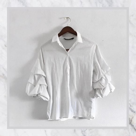 fe7ee241e28eb9 Zara White Ruffle Sleeve Button Up Collar Blouse. M 5b9e83ed8ad2f96cc6f91401